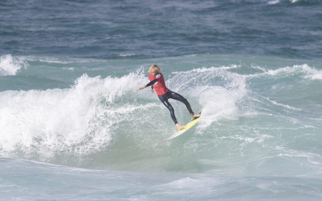 Woolworths Junior Surfing Titles kicks off at Gunnamatta Beach in tricky conditions