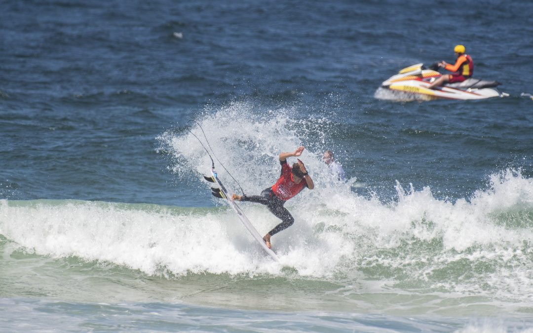 2020 VISSLA CENTRAL COAST PRO GETS OFF TO A FLYING START AT AVOCA BEACH.
